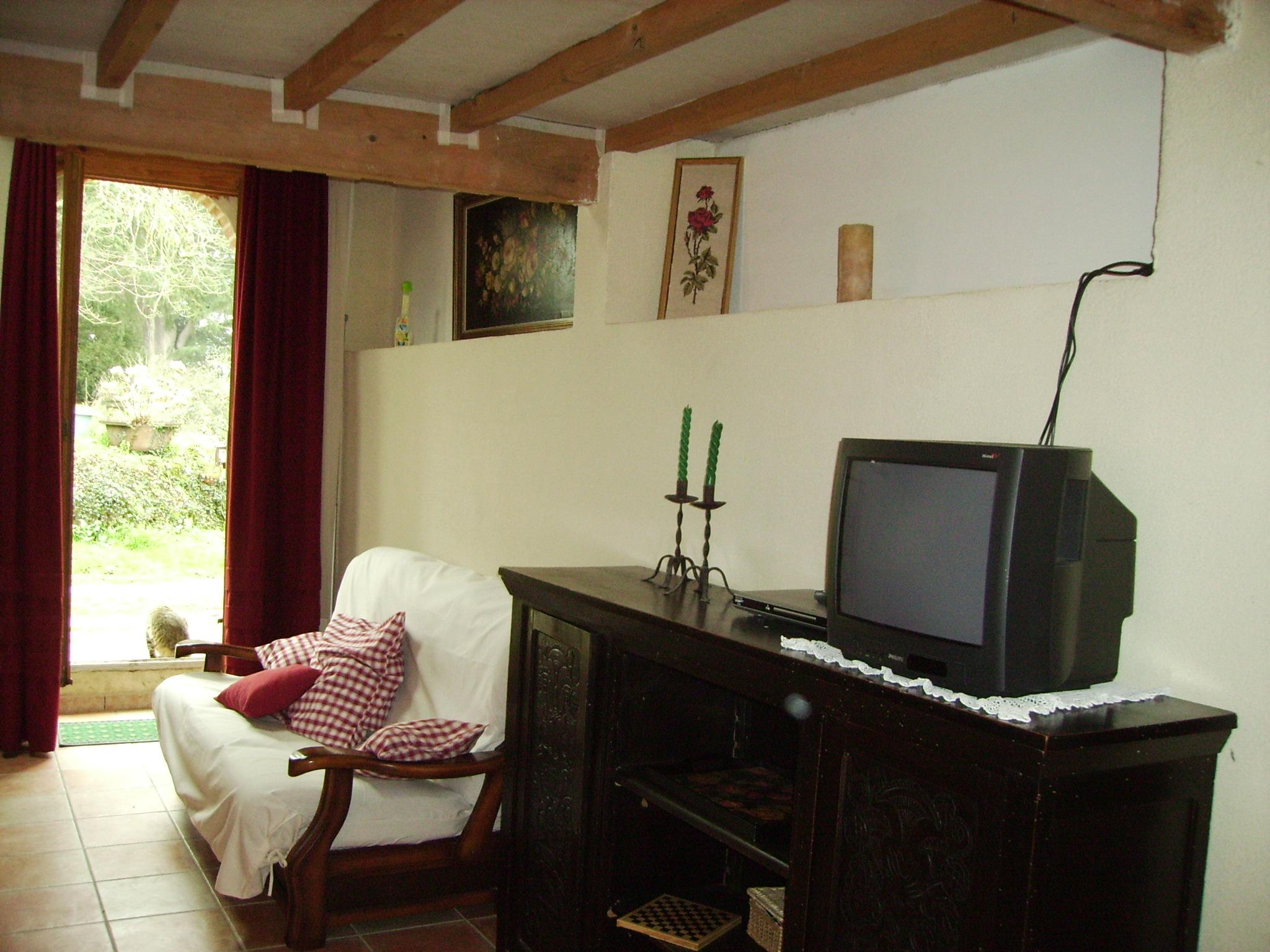 Le meuble télé noir à l'origine
